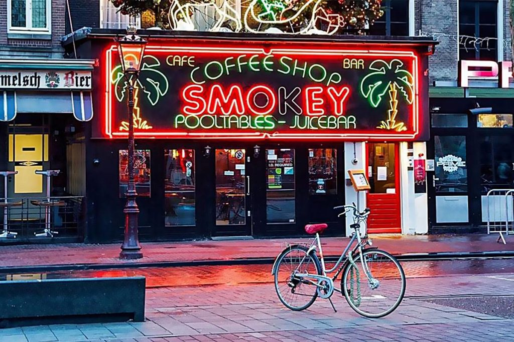 Coffee Shopy, Kofiki, Kofików, Holandii, Holandia, Otwarte, Koronawirusa, Koronawirus, Coronavirus, CoVid-19